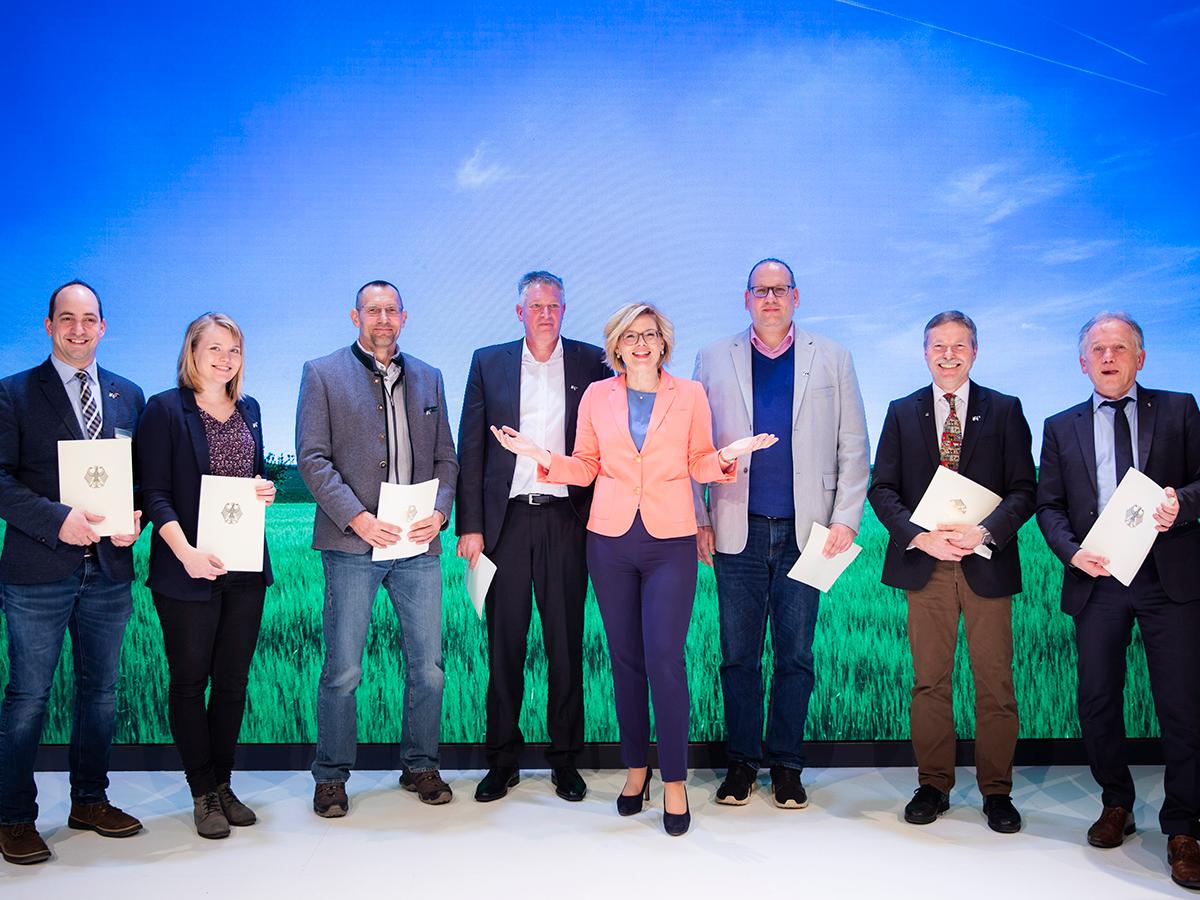 Digitale Experimentierfelder: Bundesministerin Julia Klöckner überreichte Förderbescheide Auf Der Internationalen Grünen Woche In Berlin